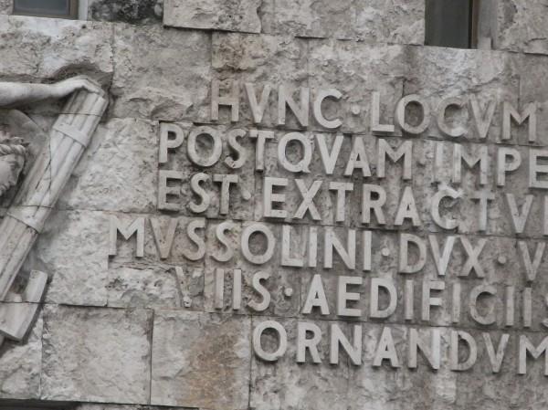 Bajorrelieves mussolinianos. Piazza Augusto Imperatore. Roma. Foto R.Puig.