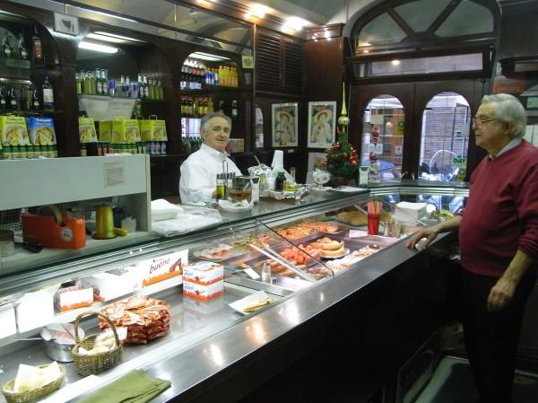 Giovanni y Alfiero en la barra del Caffé Durante. Roma. Foto R.Puig
