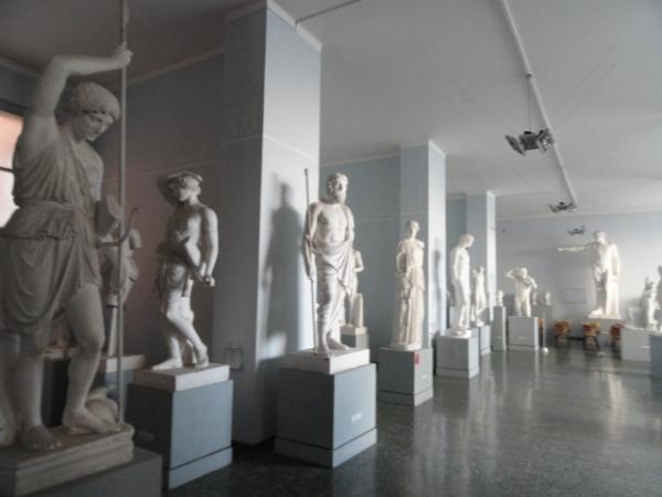 Una galería de la Gipsoteca de Roma. Foto R.Puig.