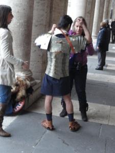 Una ayudita. Foto R.Puig