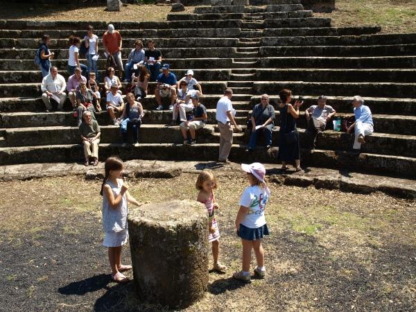 Infancia con vocación arqueológica en Tusculum Foto R.Puig