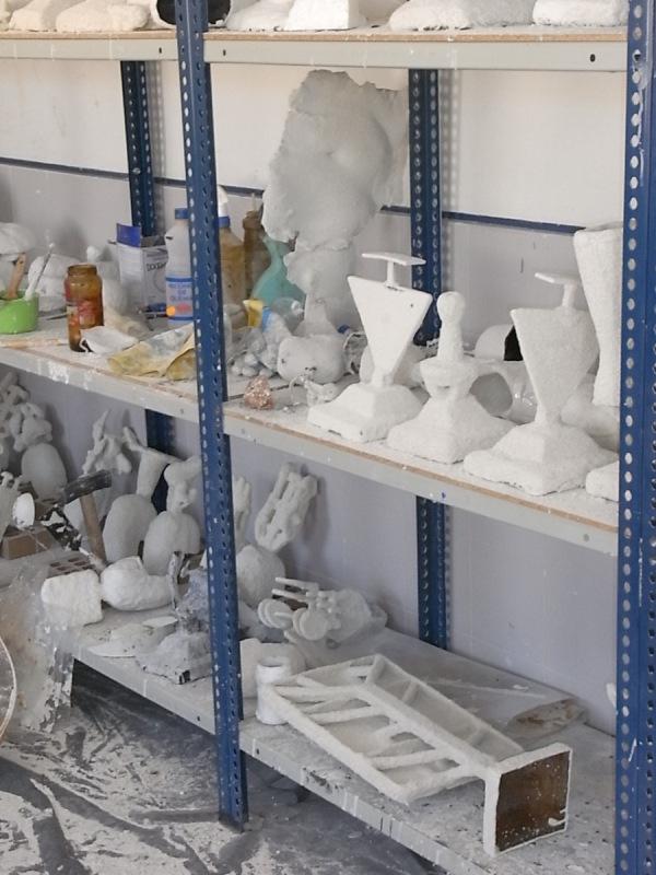 Las cascarillas en las estanterias de secado. Foto R. Puig