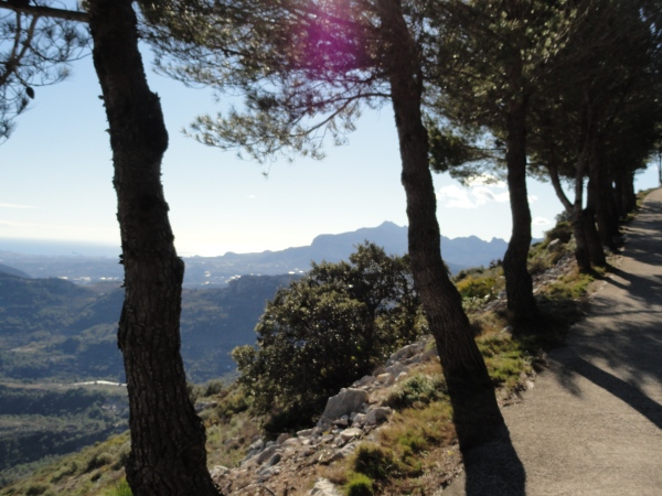 Bajando de las alturas del Col de Rates.Foto R.Puig.