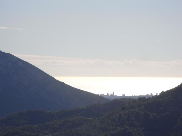 Benidorm desde las alturas del Col de Rates.Foto R.Puig.