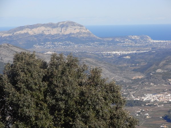El Montgó desde las alturas del Col de Rates.Foto R.Puig.