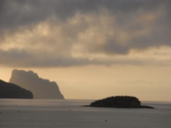Peñon de Ifach al amanecer. Foto R.Puig.