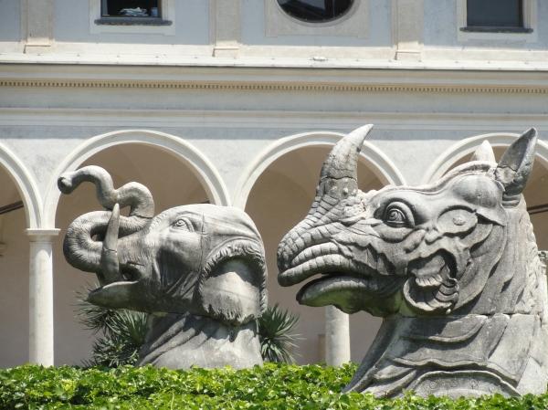 Cabezas de elefante y rinoceronte asiatico. Fines del s.XVI. Chiostro Michelangelo. Museo delle Terme. Roma. Foto R.Puig