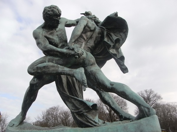 Bältespännarna. Escultura de J.P.Molin.Foto R.Puig