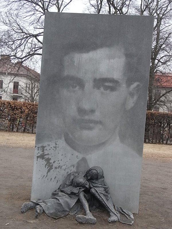 Estela de Raoul Wallenberg en Gotemburgo. Foto R.Puig
