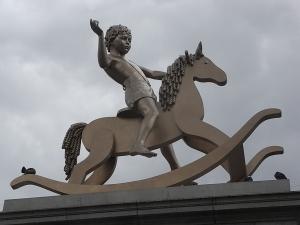 Elmgreen & Dragset. Figura 101 de la serie Powerless Structures. Trafalgar Square. Foto R.Puig