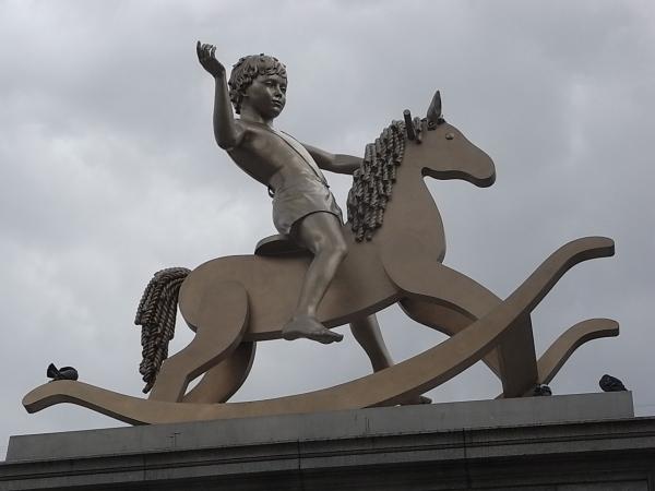 Escultura de Elmgreen & Dragset. Trafalgar Square. Foto R.Puig.