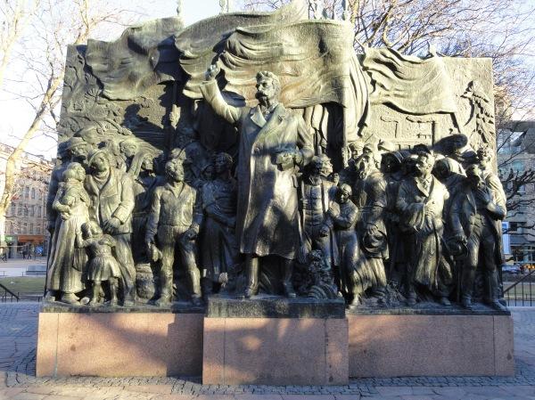 Carl Eldh. Monumento a Branting. Fundador del Partido Socialdemocrata sueco en 1889. Estocolmo. Foto R.Puig. JPG