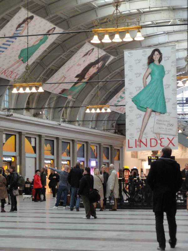 Penélope nos recibe en la estación de Estocolmo. Foto R.Puig