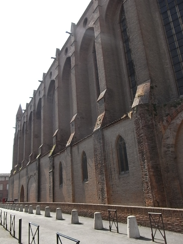 Contrafuertes de ladrillo de Les Jacobins. Toulouse. Foto R.Puig.