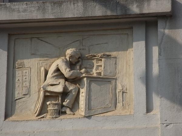El trabajo intelectual.Altorrelieve. Fachada de la sede de la CGT.Toulouse. Foto R.Puig.