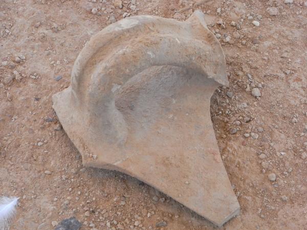 Fragmento de asa de ánfora. Alfar romano. Els Poblets. Foto R.Puig.