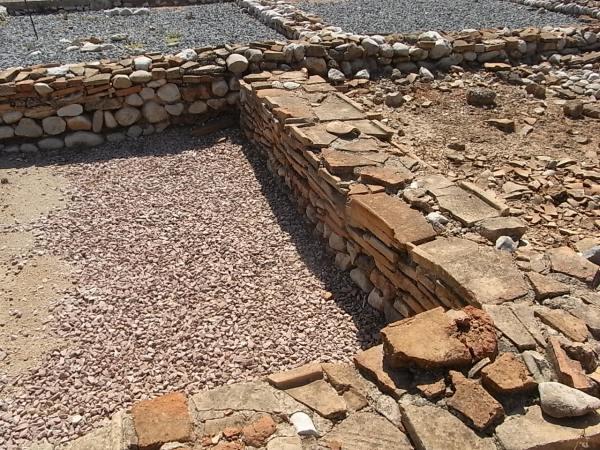Muros de talleres. Alfar romano. Els Poblets. Foto R.Puig.