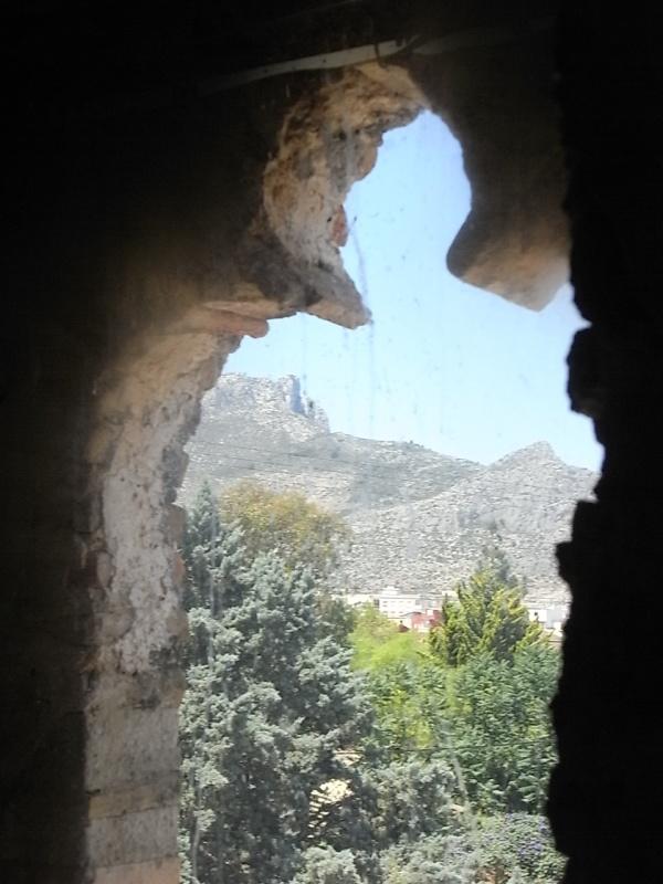 Ventana trilobulada de de la torre medieval de Mira-rosa. Els Poblets. Foto R.Puig.