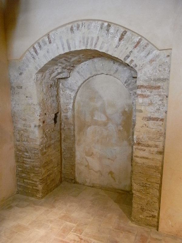 Vista del interior de la puerta original de la torre medieval de Mira-rosa. Els Poblets. Foto R.Puig.