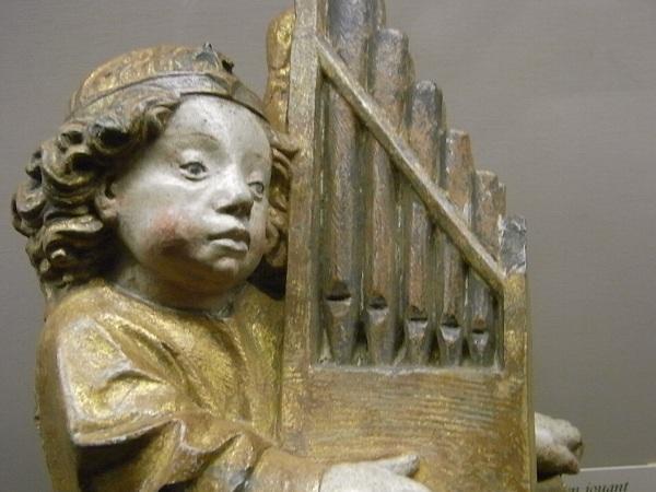 Angel organista. s.XV. Les Augustins. Foto R.Puig.
