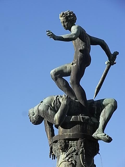 David mata a Goliat en el Vasamonument. Nils Sjogren. 1928. Kalmar. Foto R.Puig.
