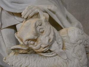 El demonio derrotado por San Miguel Detalle. Les Augustins. Foto R.Puig.