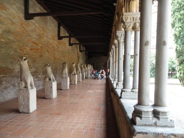 Galeria de gargolas. Claustro.Les Augustins. Foto R.Puig.