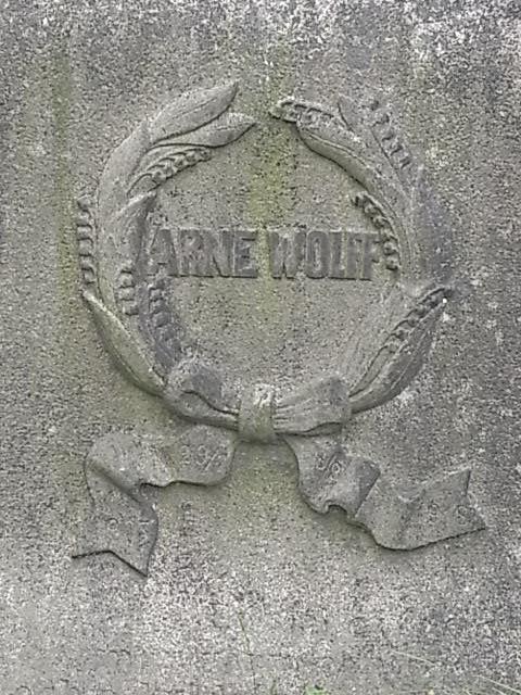 Inscripcion en estela funeraria. Cementerio judio. Gotemburgo. Foto R.Puig.