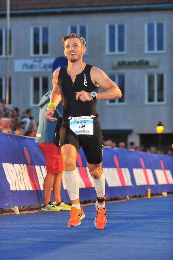Martin a pocos metros de la meta. Ironman Kalmar. 2013