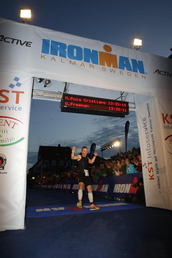 Martin atraviesa la meta. Ironman Kalmar. 2013