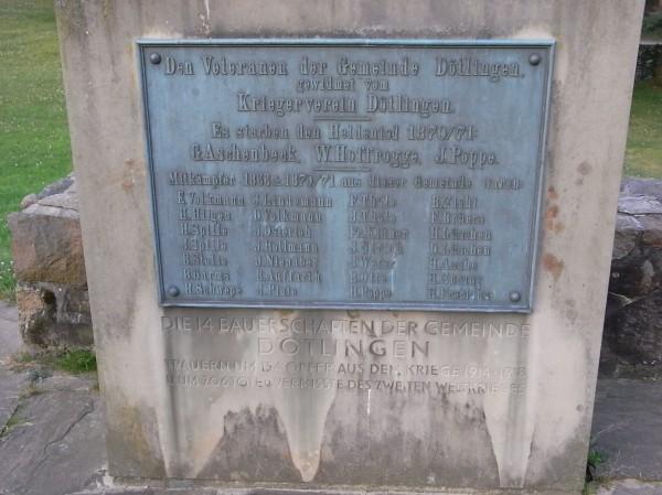 Monumento a los soldados del pueblo muertos en la guerra Franco Prusiana. Dotlingen. Foto R.Puig.