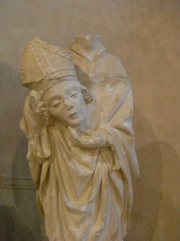 Obispo cefaloforo. s. XV.Les Augustins. Foto R.Puig.