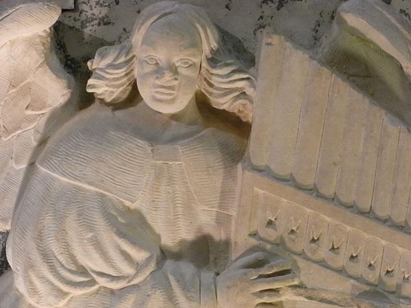 Virgen y niño con angeles músicos. El angel organista.s.XVI. Les Augustins. Foto R.Puig.