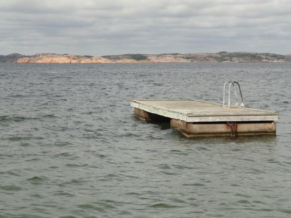 Balsa de baño isla de Tjorn. Foto R.Puig.
