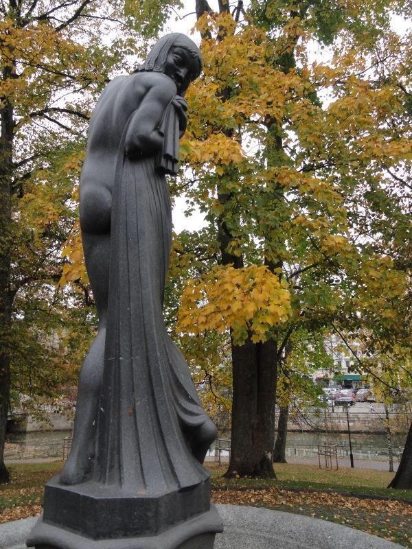 Flickan och sjötrollen. Ivar Johnsson 1919. Kungsparken.Foto R.Puig