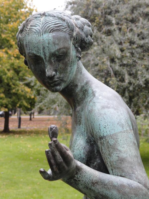 Krokus o La chica de la flor. Tore Strindberg 1928. Gotemburgo. Foto R.Puig.