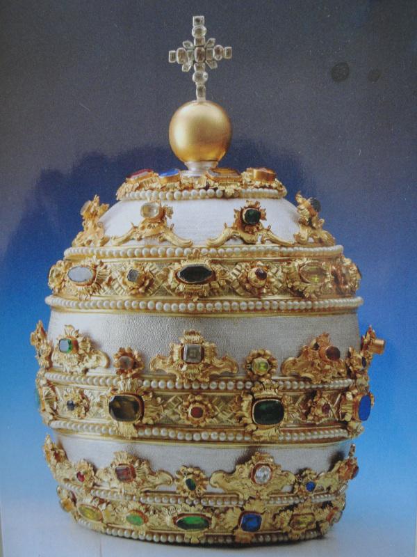 Tiara preciosa. Tesoro de la Basílica de San Pedro