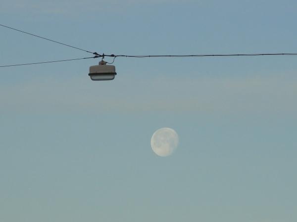 Luna despistada sobre Gotemburgo. Foto R.Puig