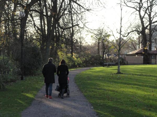 Paseo vespertino en Trädgårdforening. Foto R.Puig.