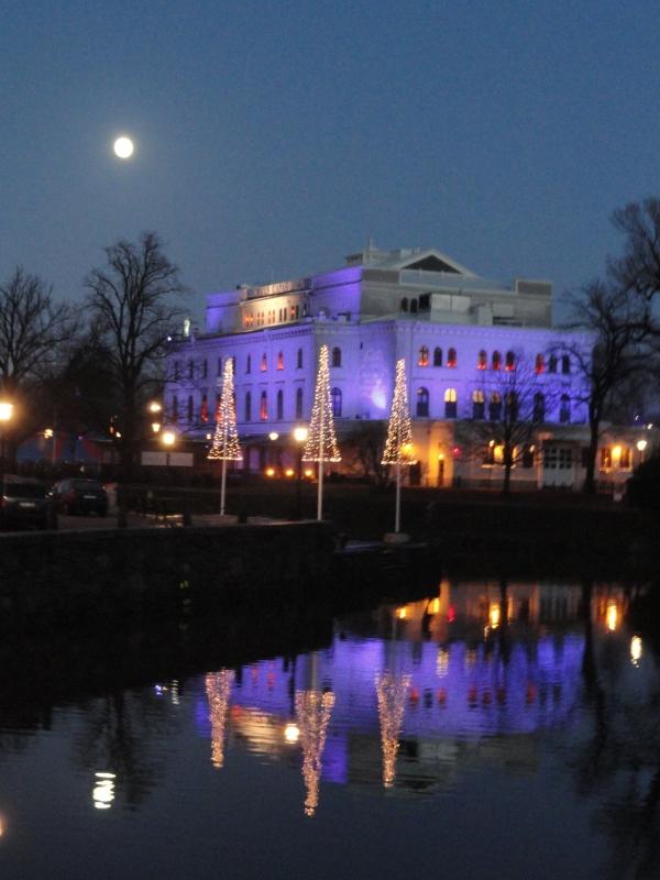 Gotemburgo. Gran Teatro bajo la luna. Foto R.Puig.