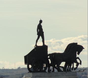 Faetón contempla Madrid. Escultura de los dos aurigas.Higinio de Basterra. Foto R.Puig