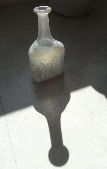 La botella y su sombra. Foto R.Puig