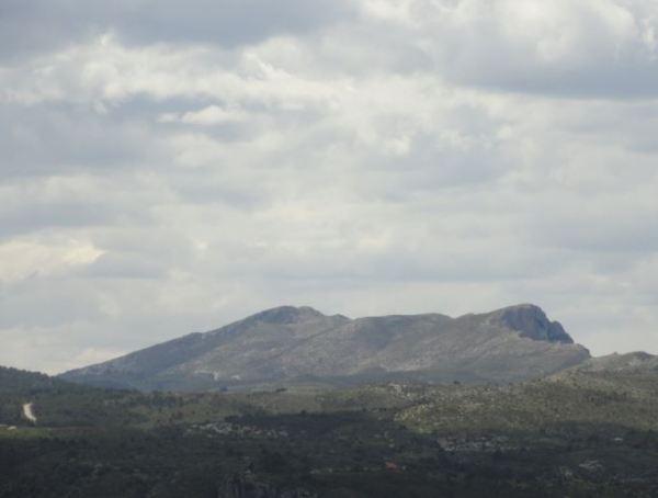 La espalda de La Foradada. Foto R.Puig