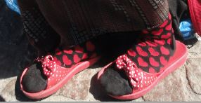 El calzado y los calcetines de Claudia. Foto R.Puig