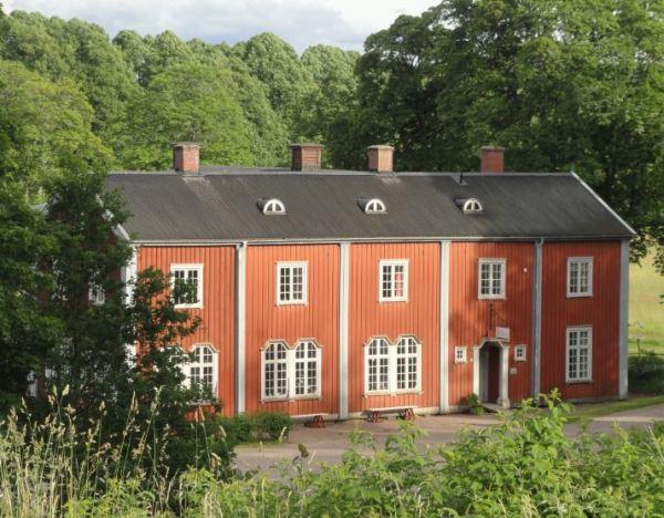 Uno de los edificios de la escuela de formación a la pedagogía artesanal de Otto Salomon. Foto R.Puig