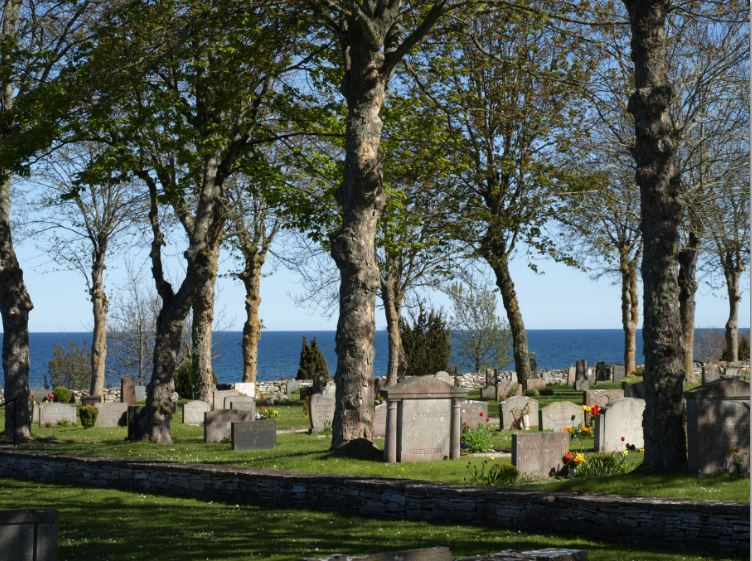 Tres d as de mayo en gotland ii en el norte de la isla for Cementerio jardin del mar