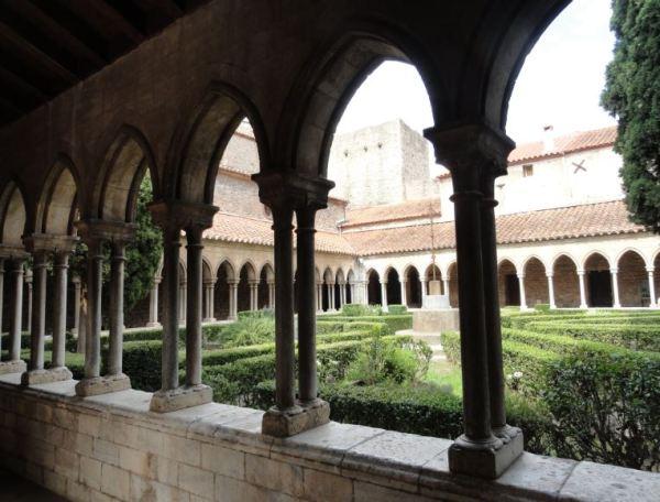Claustro de la abadía de Santa María en Arles sur Tech.  Foto R.Puig