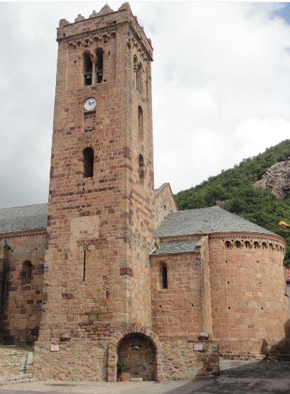 Coustouges. Ábside y torre de la iglesia. Foto R.Puig
