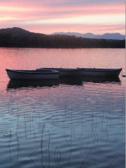 Crepúsculo sobre la lago de Bañolas.  Foto R.Puig