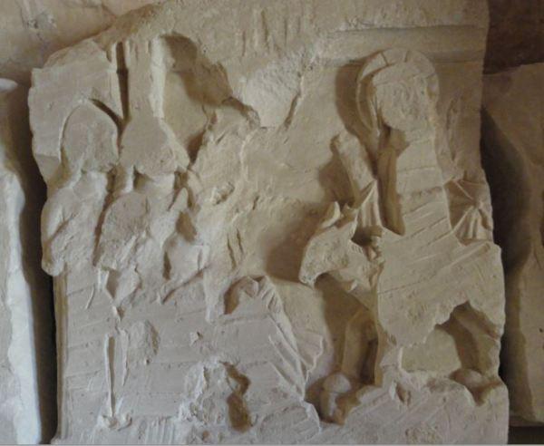 Entrada de Jesús en Jerusalén. Bajorrelieve mutilado. Sala capitula de Valmagne. Foto R.Puig